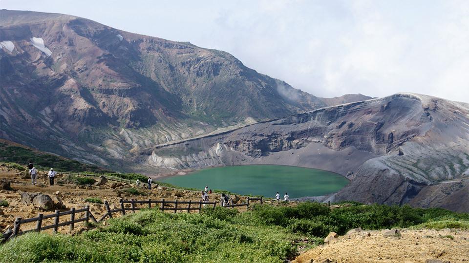 御釜 - Okama Lake